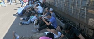 Lacrimogeni contro gli immigrati: la Macedonia usa le maniere forti (video)