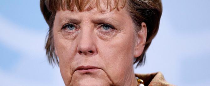 La Merkel ce l'ha con tutto e tutti: la bomba profughi le è scoppiata tra le mani