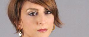 """Paola Minaccioni torna con uno show. Le battute? Sugli """"italiani razzisti""""…"""