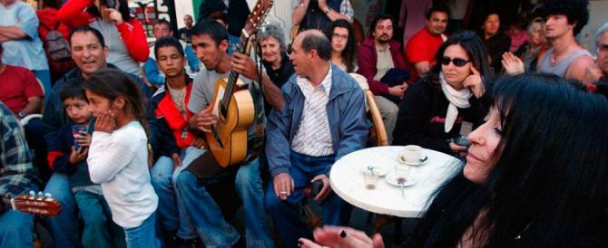 Nomadi contro: rom escluso dalla festa si vendica a bastonate