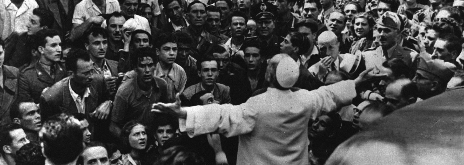 Papa Pacelli tra la folla dopo il secondo bombardamento su Roma