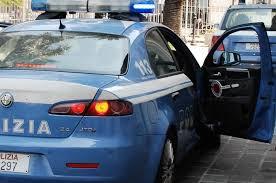 Tunisino ubriaco si schianta contro la fermata del bus e aggredisce gli agenti