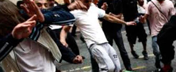 Calci, pugni, sangue: arrestati romeni e ucraini. Roma sprofonda, il Pd tace