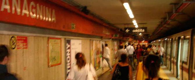 Un'altra rissa alla Metro A di Roma: due stranieri fermati, una donna ferita