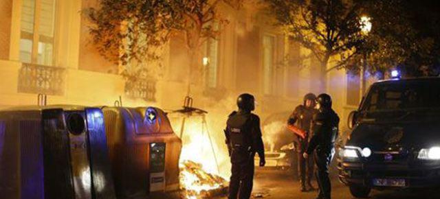 Scontri in Catalogna tra clandestini e polizia