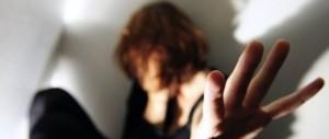Romeno adesca sui social una madre di 3 figli e la fa prostituire. Arrestato
