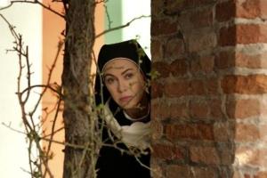 Una suora s'improvvisa detective e fa arrestare a Firenze due ladri d'auto