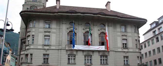 Migranti, un consigliere di Bolzano: facciamo pagare una tassa ai buonisti