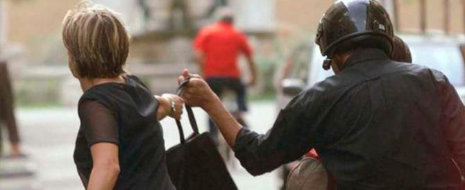Presi gli scippatori diventati l'incubo di Trastevere: erano due rom
