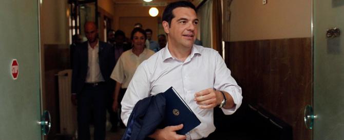 Tsipras non è… Renzi: «Con i profughi stiamo vivendo una crisi nella crisi»