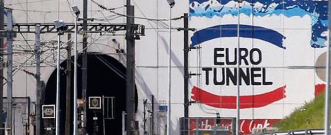 Clandestino percorre a piedi il tunnel della Manica, bloccato all'uscita
