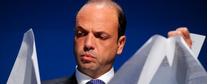 Alfano: «Noi restiamo con Renzi, chi non è d'accordo se ne vada dal Ncd»