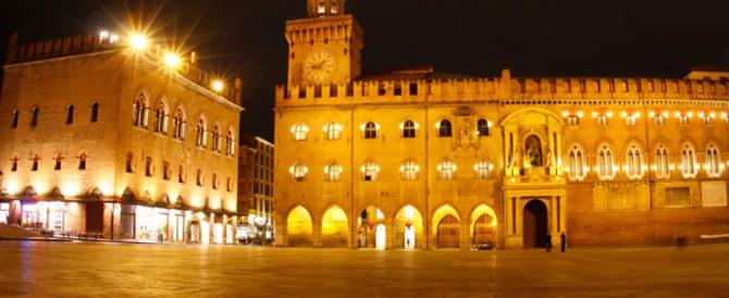 Bologna, anziana aggredita, rapinata e derisa da baby gang