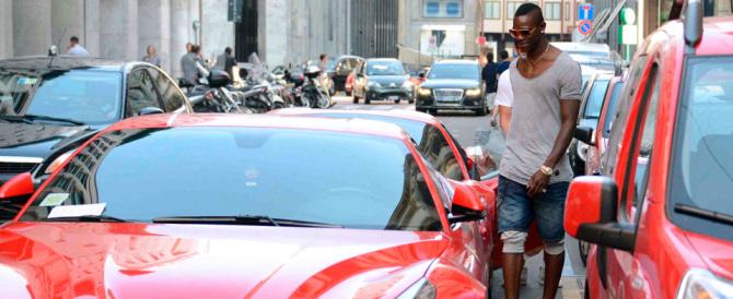 Balotelli ci ricasca: ritirata la patente a Brescia per eccesso di velocità