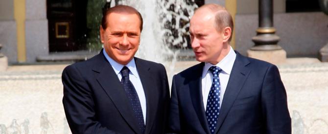 Berlusconi incontra l'amico Putin in Crimea e visita il cimitero italiano