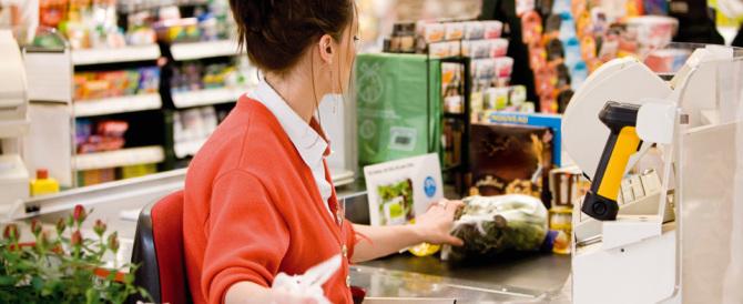 Anche le cassiere scioperano: a rischio la spesa nei supermercati