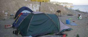 Famiglia da mesi in tenda a Ginosa Marina. Sono italiani, nessuno li aiuta
