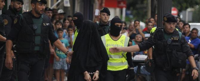 "Spagna, studentessa magrebina ""integrata"" reclutava jihadisti per l'Isis"