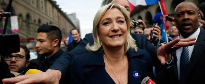 Le Pen: «Il sindaco di Parigi saluta gli immigrati in arabo? Metta pure il velo»