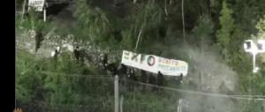 Sassi, petardi e razzi contro il cantiere di Chiomonte. Otto No Tav arrestati