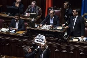 ++ Esodati: Camera, Lega occupa banchi governo ++