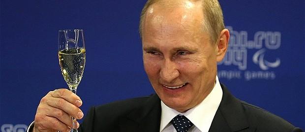 """Putin stravince alle amministrative: è trionfo, """"asfaltati"""" gli avversari"""
