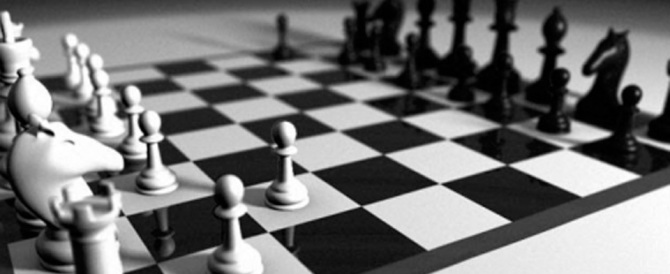 Batte i campioni di scacchi barando con un computer: cacciato dal torneo