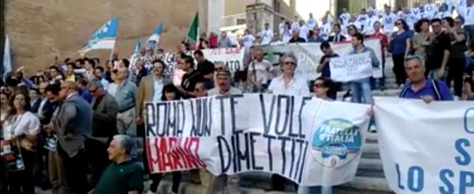 Fratelli d'Italia querela Marino: «Sindaco indegno, sa solo insultare» (video)