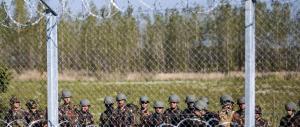 Immigrazione, l'Ungheria invia militari e blindati al confine con la Serbia