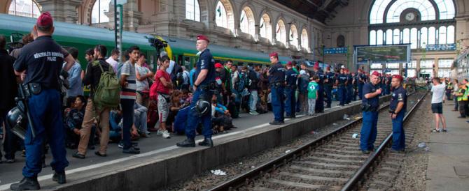 Il ruggito dell'Ungheria: cacciamo tutti i migranti che non si fanno identificare