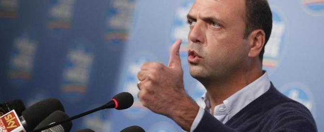 Nel partito di Alfano non si capisce più nulla. Renzi: loro nel Pd? Meglio di no