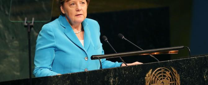 Merkel è in difficoltà sui profughi: adesso vuol punire l'Europa dell'Est