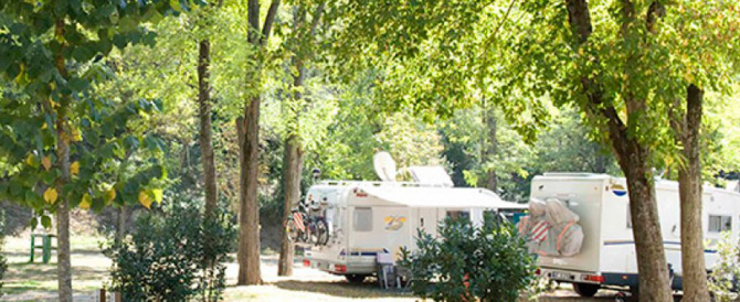 Un ricercato straniero si rifugiava in un camping di Roma: arrestato