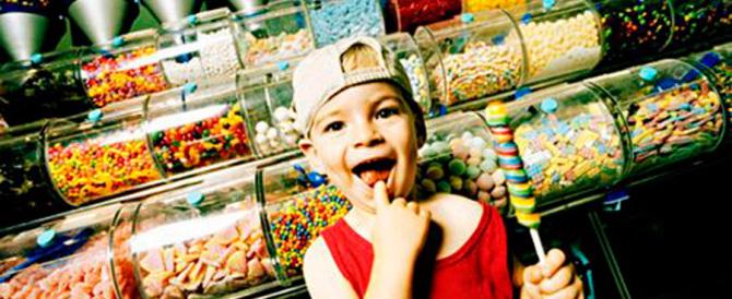 «Basta spot con i bambini-mascotte che mangiano merendine»