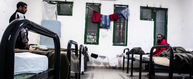Immigrati violenti anche in galera: risse, minacce, aggressioni agli agenti