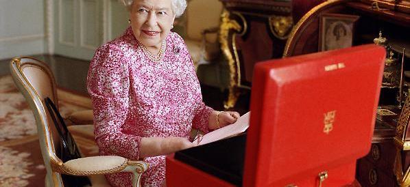 Elisabetta batte il record di longevità sul trono. Cameron: è una roccia