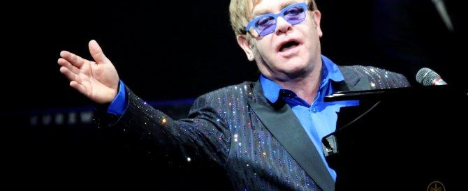 Putin chiama Elton John? No era uno scherzo, e la pop star c'è cascata…