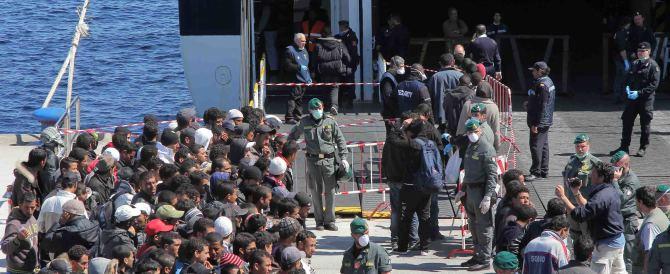 """Immigrati, il centrodestra all'attacco di Renzi: cerchi le """"bestie"""" a casa sua"""