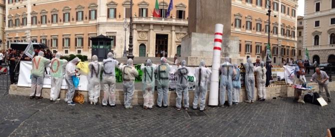 Stop inceneritori. Flash mob di Fare Verde contro il piano Renzi sui rifiuti