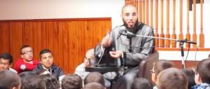 Francia, l'imam ai bimbi: «Chi ascolta musica diventa un maiale» (Video)