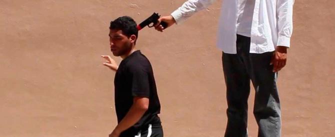 Giovane albanese posta su fb una foto con una pistola alla testa di un uomo