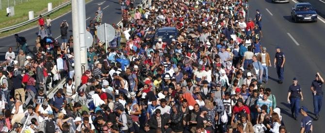 "La Merkel stanzia 6 miliardi per l'accoglienza. Ma per i profughi ""veri"""