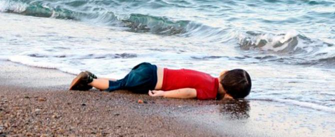 Foto shock: sono morti anche la madre e il fratellino del piccolo siriano