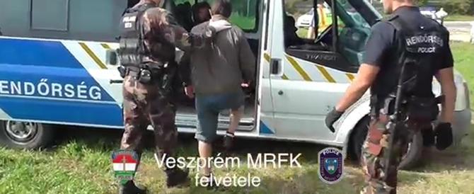 Ungheria, fermato un italiano che trasportava 33 siriani nel furgone