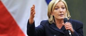 Marine Le Pen: «La Merkel fa la furba, chiudiamo le frontiere con la Germania»