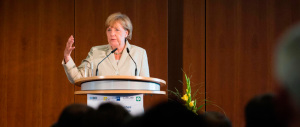 È furba la Merkel: cambia la Costituzione per contrastare i clandestini