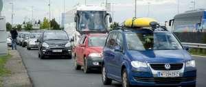 Vienna, i volontari in auto rischiano la denuncia per traffico di essere umani