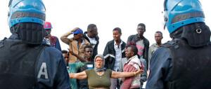 Gli agenti di polizia: «Alfano ci tratta come trottole, con i migranti è dura»