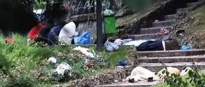 Milano, commercianti esasperati: «Ora basta, immigrati fuori controllo»