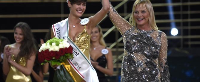 La nuova miss Italia spiazza tutti: voleva vivere ai tempi del Duce (video)